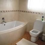 Room 4 - Bathroom